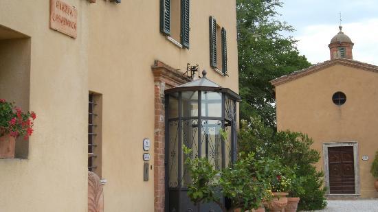 Hotel Borgo Casabianca: Ingresso Villa