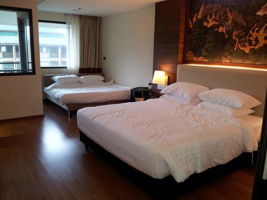 Novotel Phuket Vintage Park : deluxe room with extra sofa added