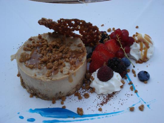 Les Echevins: Panna cotta with fresh berries