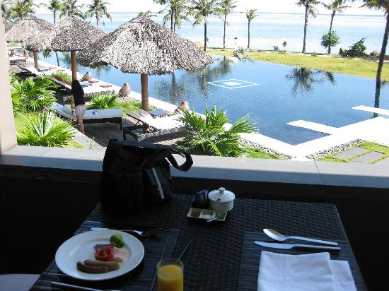 Vedana Lagoon Resort & Spa : B/fast by the pool