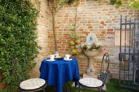Santa Margherita Guesthouse: giardino dettaglio