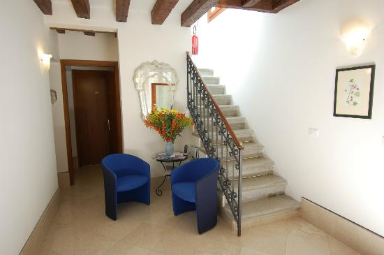 Santa Margherita Guesthouse: hall