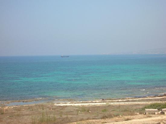 Dimma Seaside Houses: passeggiata vero il porto