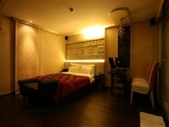 Rainbow Hotel: Room6
