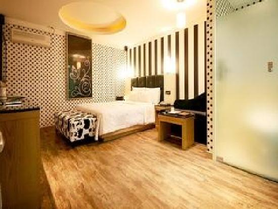Rainbow Hotel: Room4