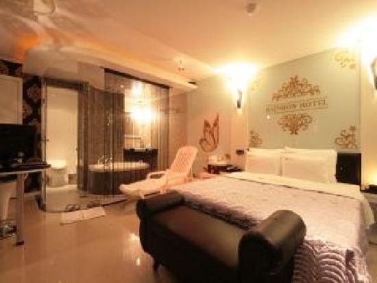 Rainbow Hotel: Room2