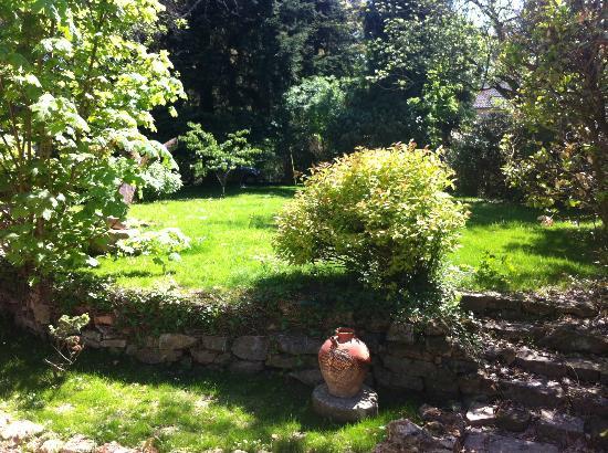 Raizeux, France : Jardin clos arboré
