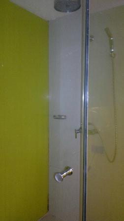 The Heritage Bangkok: Shower