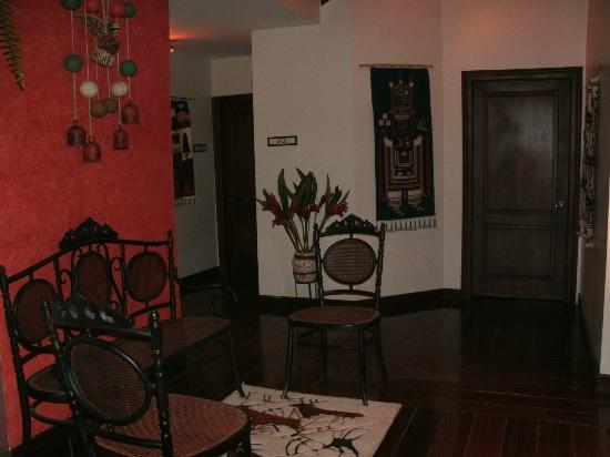 Hacienda Abraspungo: Sitting room outside Santa Cruz room
