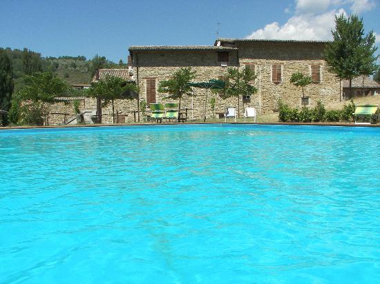 Borgovivo: dal centro della piscina 