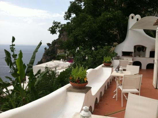 La Casa di Peppe Guest House & Villa: outdoor kitchen and the view! stunning!