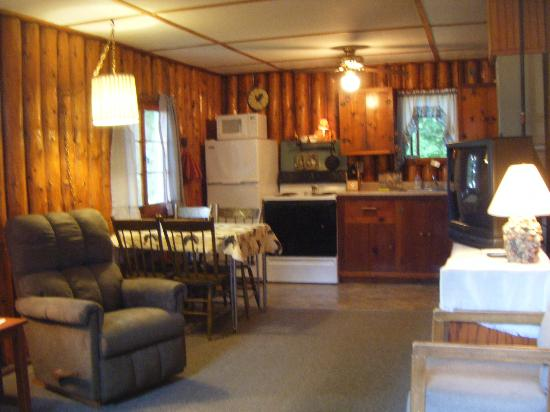 Cedars Resort: Inside cabin #4