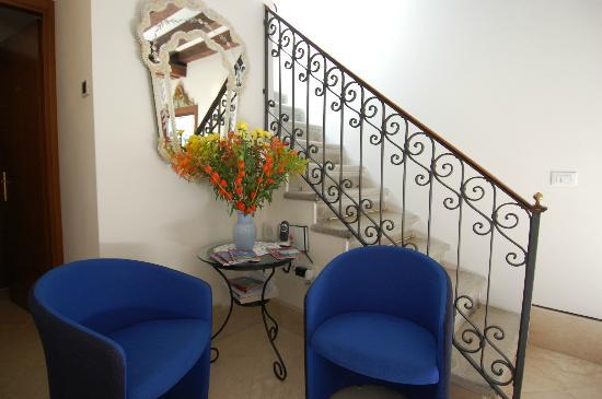 Santa Margherita Guesthouse: hall dettaglio