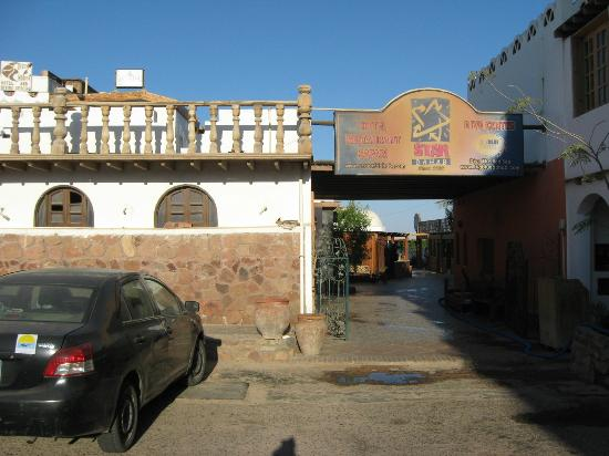 Star Of Dahab Hotel: Road side entrance