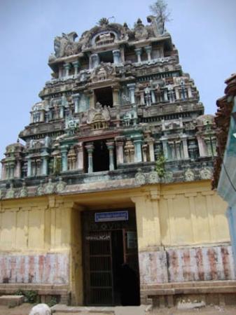 Tamil Nadu, Índia: Oothukadu Kalinga Narayana Perumal Temple: Main entrance gopuram