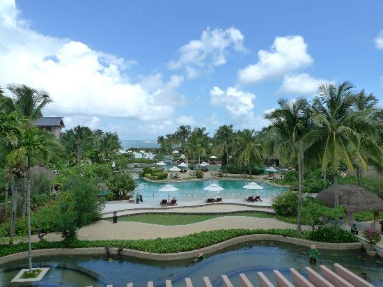 Hilton Sanya Yalong Bay Resort & Spa: Huge and beautiful pools