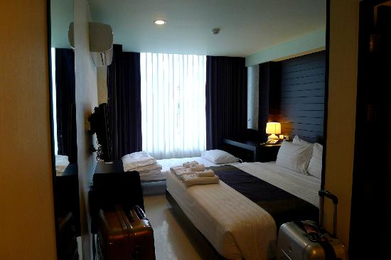 Ideal Hotel Pratunam: Double Room with window