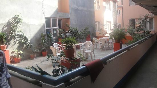 Om Tara Guest House: Garden