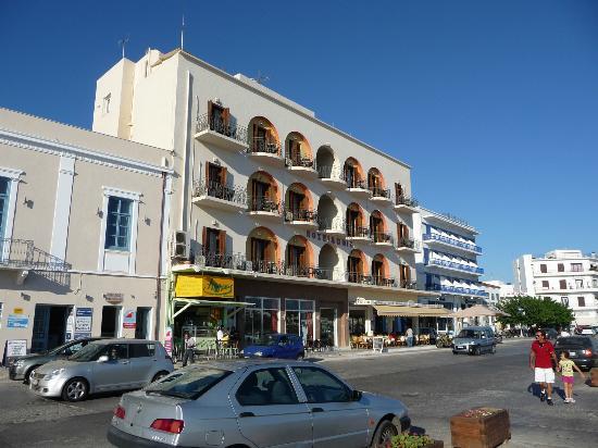 Poseidonio Hotel: Front of hotel