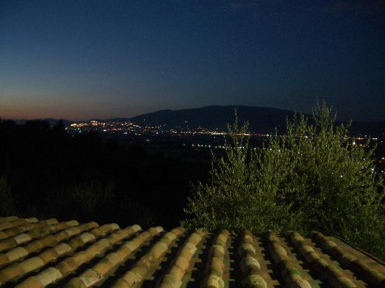 IL Poggio dei Pettirossi : assisi by night vista dal Poggio dei Pettirossi