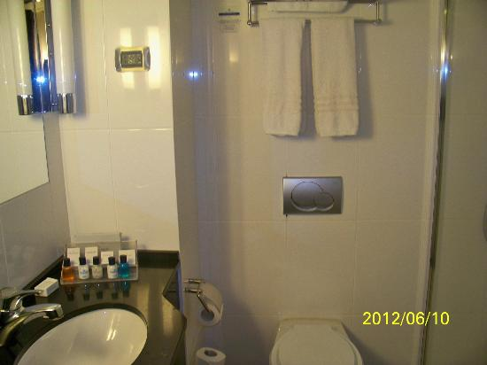 Golden Tulip Accra: Bathroom