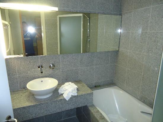 Hotel Cosmopolite : salle de bains