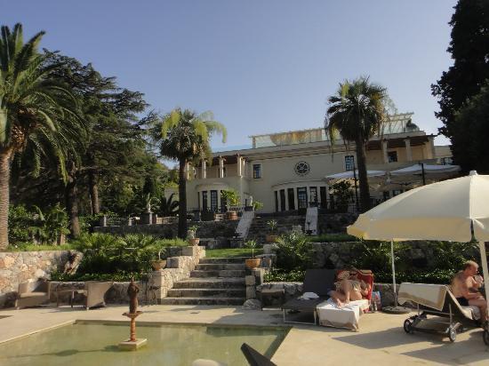 The Ashbee Hotel: VISTA DEL HOTEL DESDE LA PISCINA