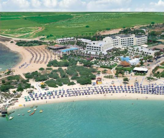 Dome Beach Hotel & Resort: View of the hote from above