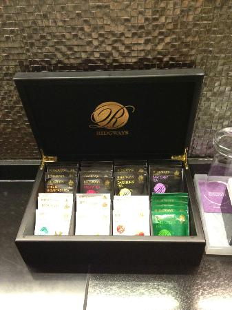 The Mercer Hong Kong: Tea selection in room