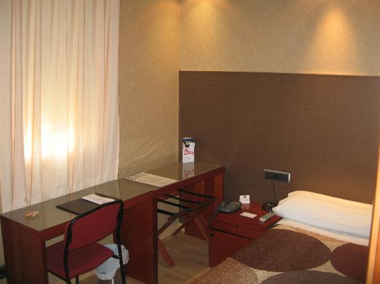 Hotel Villa De Barajas: Single bed room
