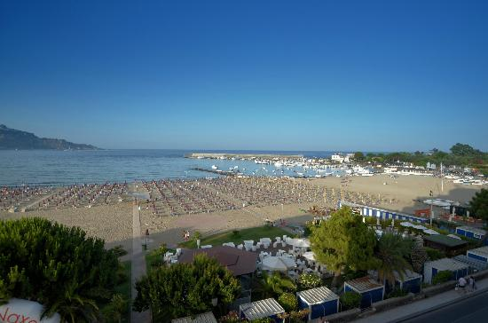 Hotel Sporting Baia: THE BEACH