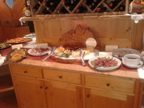 Romantic Charming Hotel Rancolin: Buffet Cena Tipica Trentina