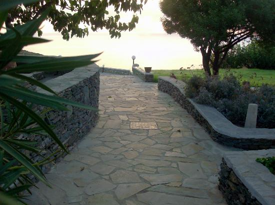 Cape Napos: road to the pool