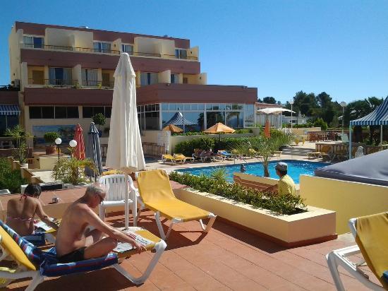Hotel Baia Cristal: hotel pool