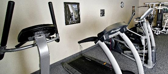 Georgetown Suites: 24 hour exercise room