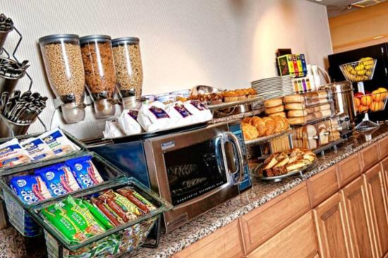 Georgetown Suites: Complimentary Continental Breakfast