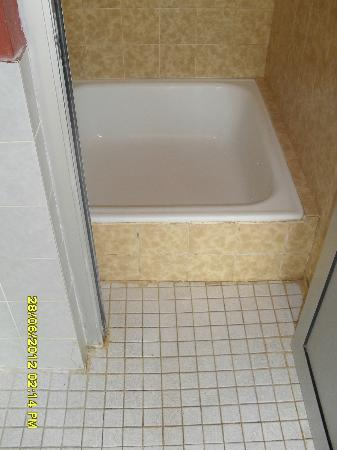 Kneipp-Kurhotel Emilie: Dusche im Hallenbad