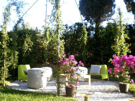 """Villa Armena Relais : The """"Salotto delle rose"""""""