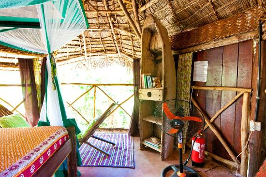 Bellevue Guesthouse: African interior @ Jungle room