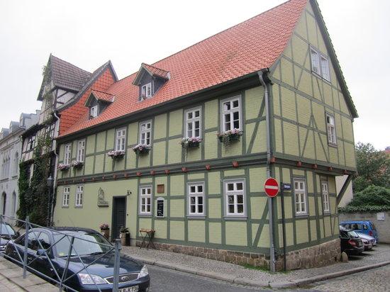Hotel Domschatz : Hotellet sett från gatan