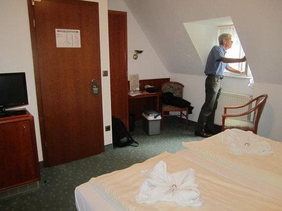 Hotel Domschatz : Vårt rum på översta våningen