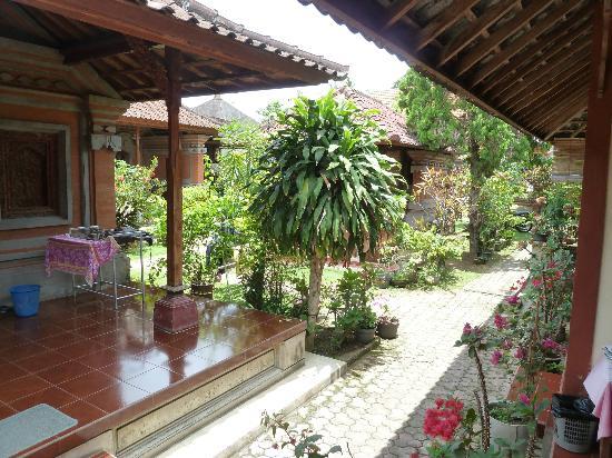 Gandra House: Outside room