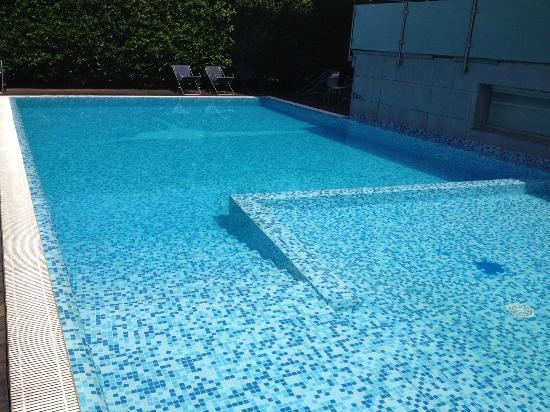 Hotel Caravel: la piscina dell'hotel