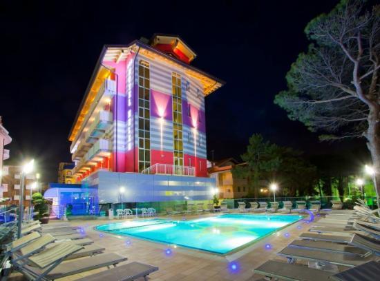Hotel Helen: piscina