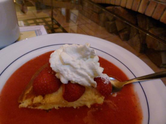 La Sapiniere : Home-made Lemon Cake with Strawberry Coulis - excellent!