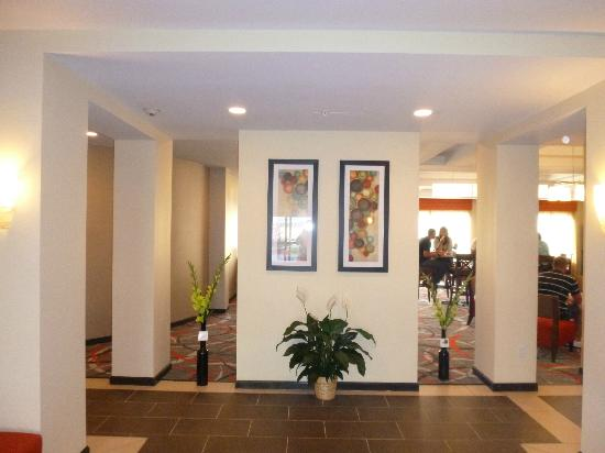 Holiday Inn Express and Suites - Bradford: Hotel's lobby