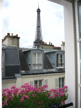 Eiffel tower view room picture of hotel de londres for Best view of eiffel tower from hotel room
