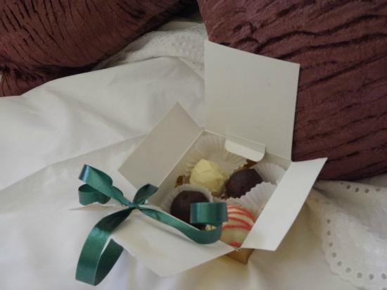 Stocks Hotel: Chocolates on bed!