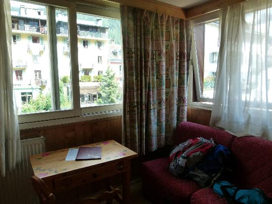 Hotel la Vallee Blanche: I loved the large windows, sunshine and views
