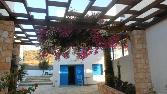 Glaronisia Hotel: Veranda